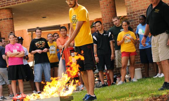 RA practicing fire extinguishing techniques (photo by Evan Cantwell).